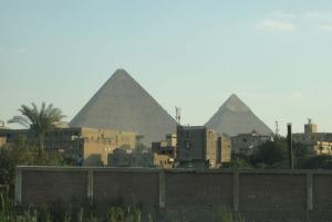 市内に近いピラミッド