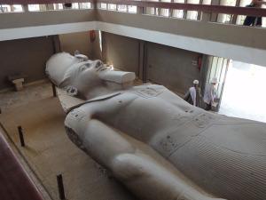 ラムセス2世の巨像
